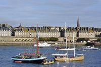 Bateaux devant Saint-Malo